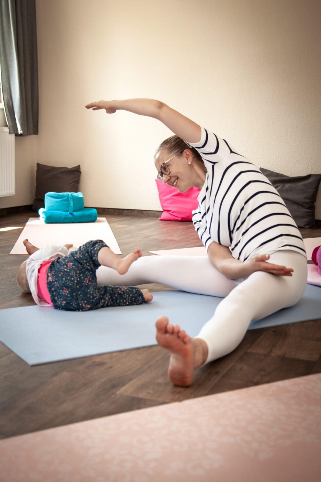 Baby Yoga mit Baby Kleinkind Weißensee Weissensee Pankow Treptow Mitte Berlin Antje Pohl Pekip